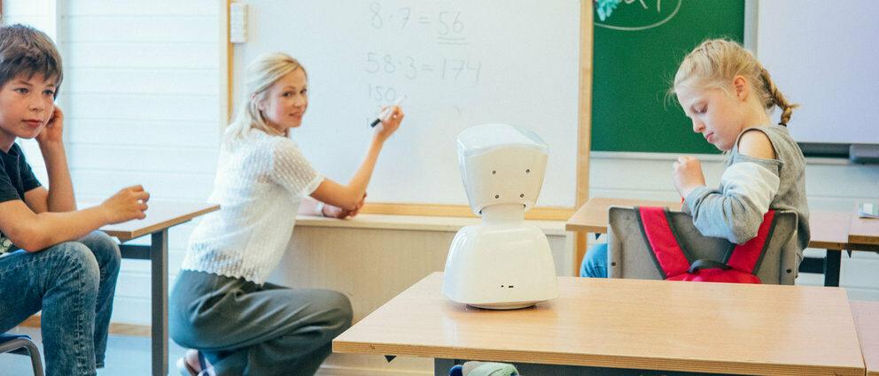 AV1 back communicating teacher students
